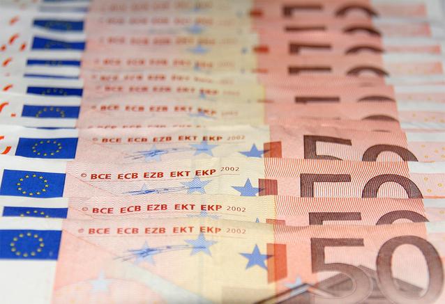peníze bankovky, 50 euro za sebou naskládané